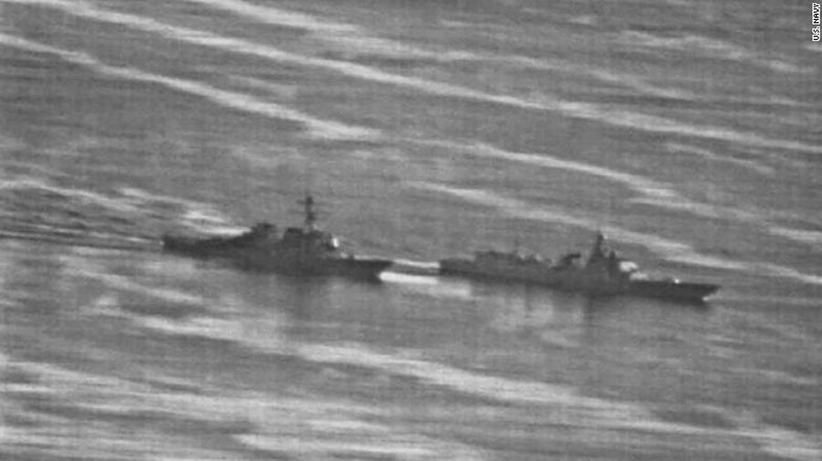 """EINMALIGE VERWENDUNG US Navy ship had an """"unsafe"""" interaction with a Chinese warship"""