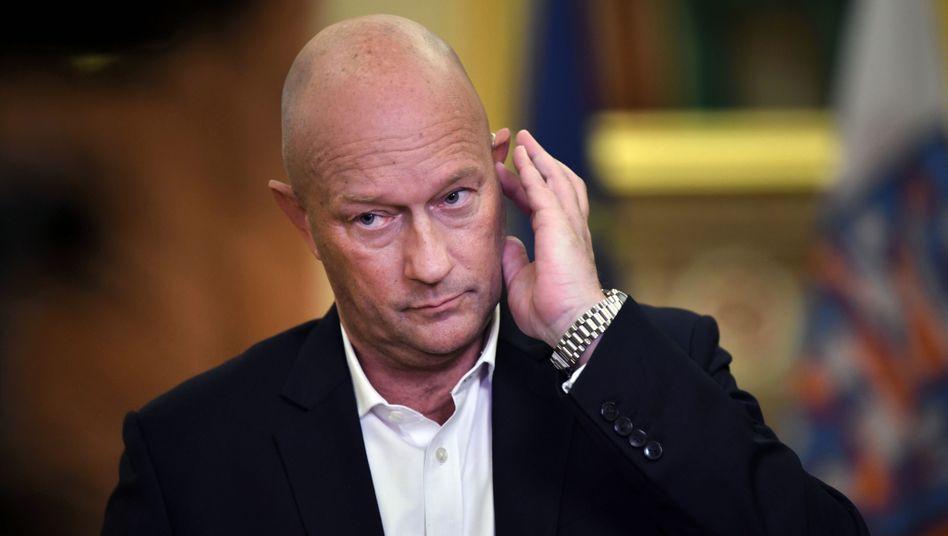 Thomas Kemmerich, Ministerpräsident, und bezugsberechtigt für drei Monate volles und drei Monate halbes Gehalt als Regierungschef, egal wie lange er das Amt ausübt