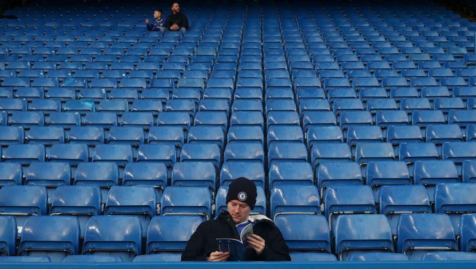 Stadion an der Stamford Bridge in London vor dem Anpfiff