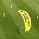 Motorgleitschirmflieger landet im Stadion – zwei Verletzte