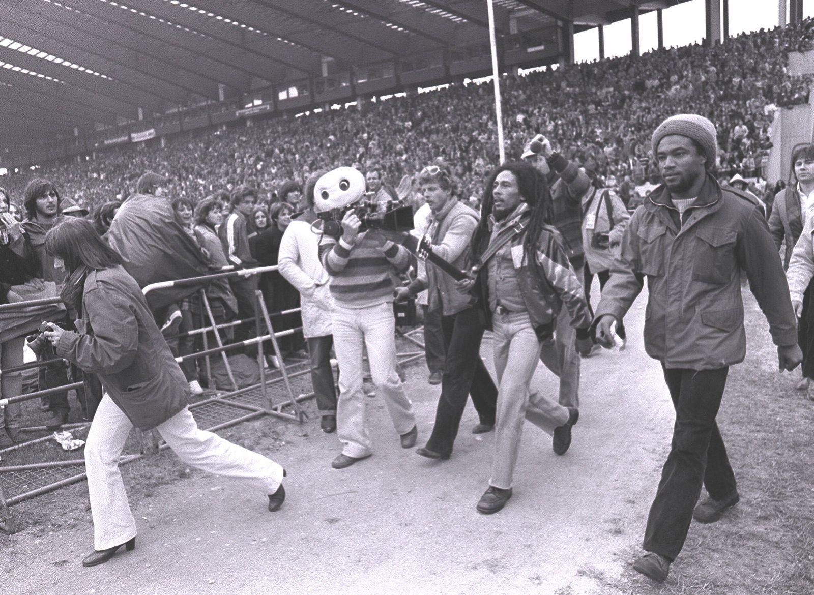 Bob Marley bei seinem Konzert in München Bob Marley bei seinem Konzert in München ,,auf dem Weg zur Bühne aufgenommen am