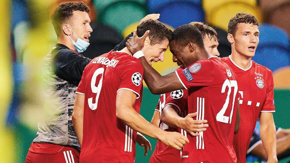 Torschütze Lewandowski (2. v. l.), Teamkameraden nach Treffer zum 3:0 gegen Olympique Lyon:Die Mannschaft wirkt wie ausgependelt