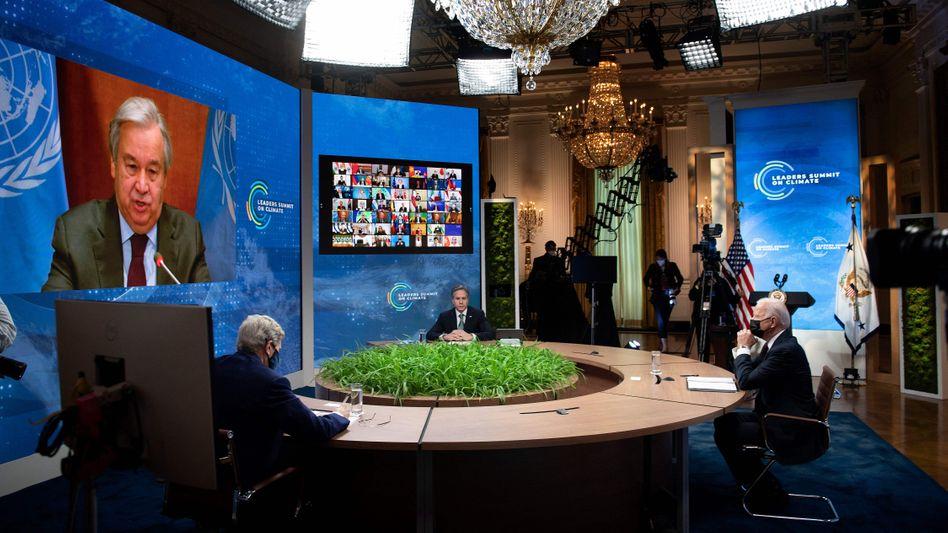 US-Präsident Biden zusammen mit Außenminister Blinken: Die großen CO2-Emittenten bewegen sich plötzlich