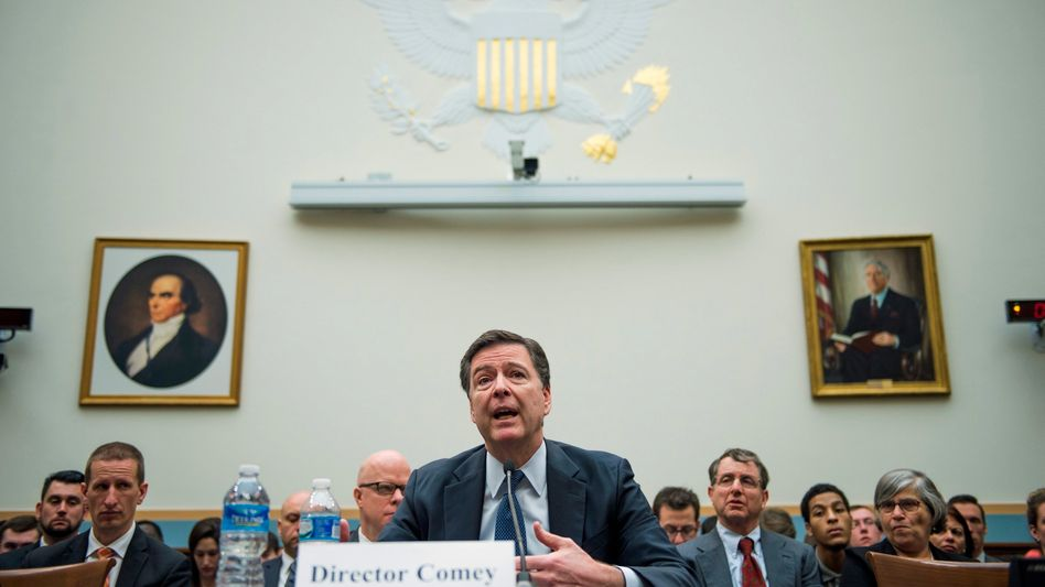 FBI-Direktor Jim Comey vor dem Kongress-Ausschuss