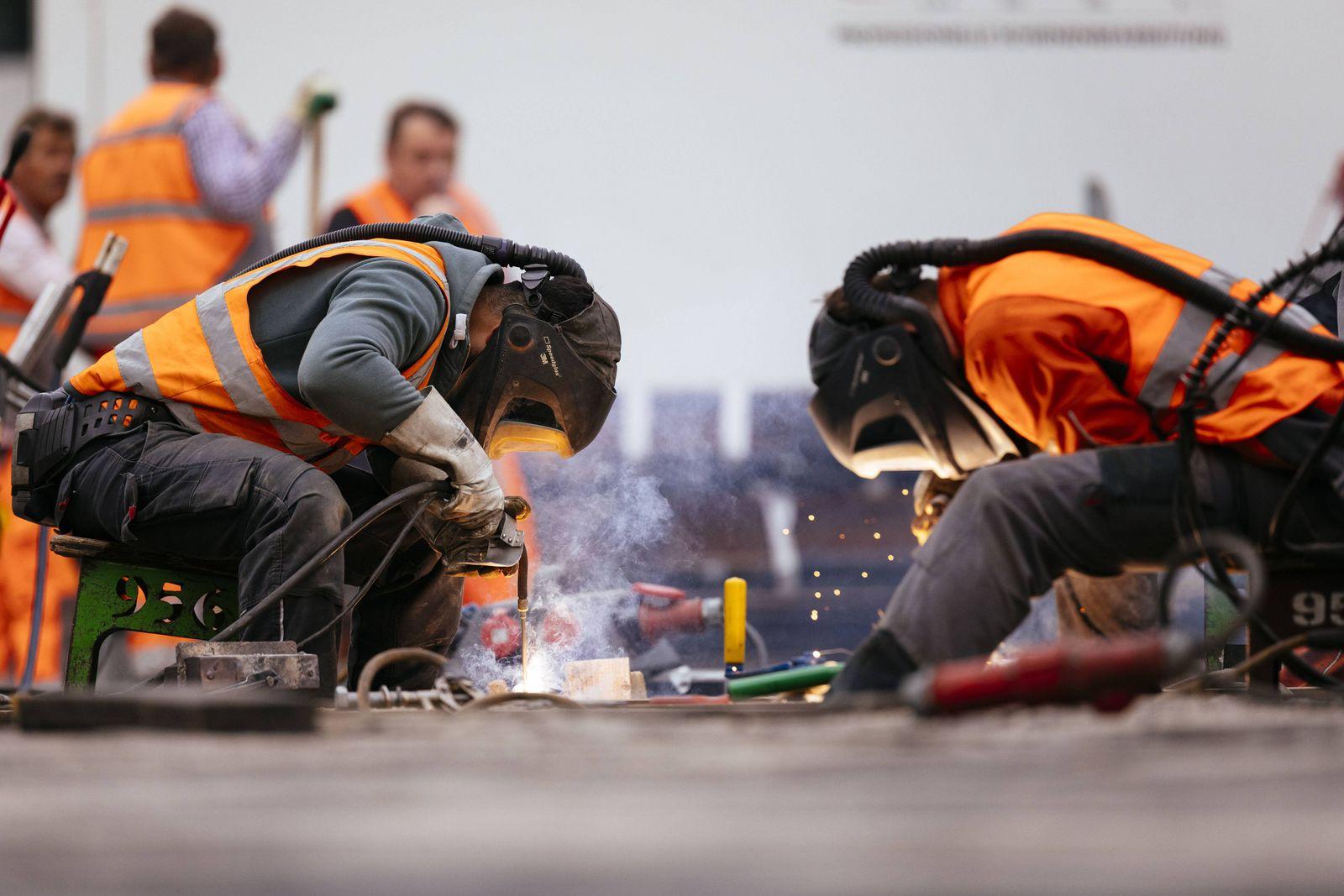 EINMALIGE VERWENDUNG Bauarbeiter