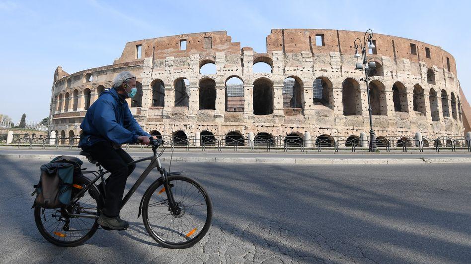 In Italien werden die Ausgangsbeschränkungen demnächst etwas gelockert. Um überfüllte Busse und Bahnen zu verhindern, will die italienische Regierung nun Fahrräder und Tretroller fördern.