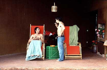 """Szene aus """"Schlechte Erziehung"""" (mit Gael García Bernal, r., und Fele Martínez): Machtspiel aus Anspannung und Anziehung"""