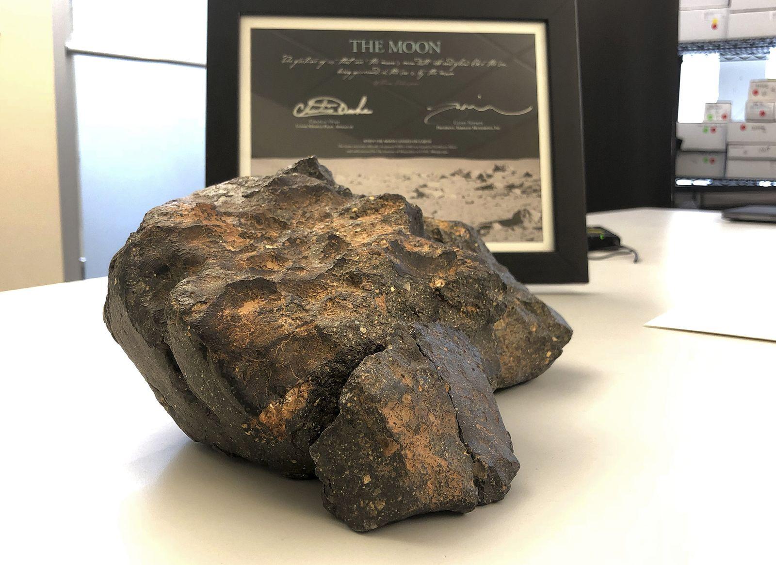 Mondgestein-Auktion/ Meteorit