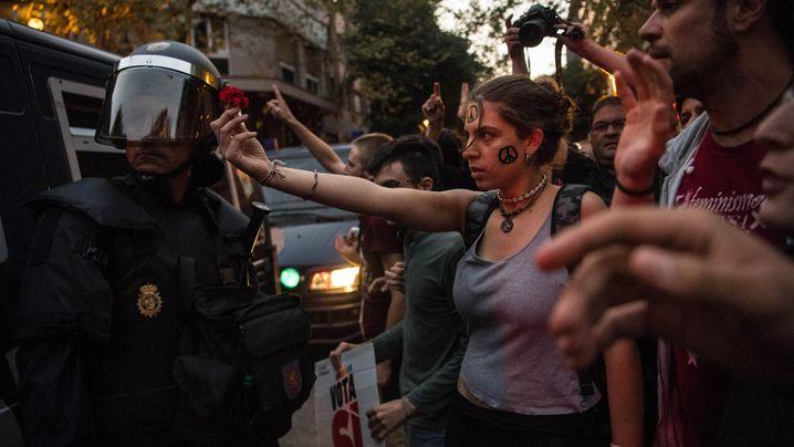 Proteste von Katalanen: Mit der Blume gegen den Staat