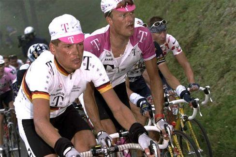 Team-Telekom-Profis Ullrich (l.), Riis: Höhepunkt bei der Tour de France 1996