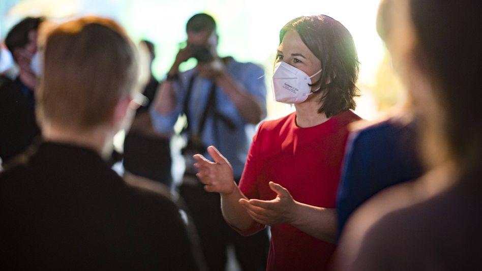 Kanzlerkandidatin Baerbock beim Parteitag: Offensichtlich nicht gut genug auf die Anwürfe vorbereitet