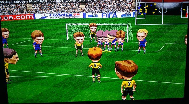 """""""Fifa 98"""" mit aktiviertem Cheat"""