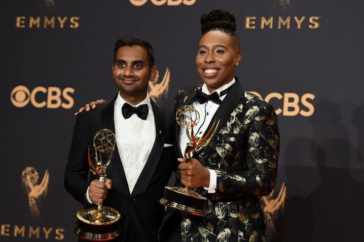 Ansari und Waithe bei den Emmys 2017, wo sie für das Drehbuch zu der Folge »Thanksgiving« ausgezeichnet wurden.
