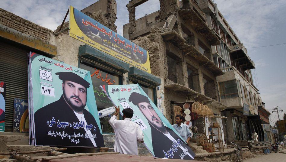 Wahlplakate in Kabul: Wer sorgt für Sicherheit beim Urnengang?