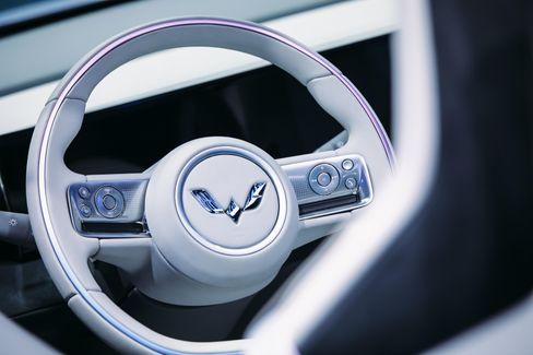 Im Innenraum des Wuling Mini EV geht es – angesichts des Preises wenig überraschend – spartanisch zu
