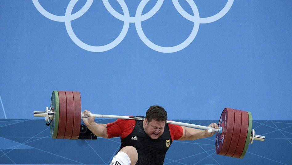 Gewichtheber Steiner: Schmerzhaftes Aus im zweiten Reiß-Versuch