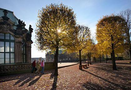 Spaziergänger im Dresdner Zwinger: Politische Souveränität zurückgewonnen