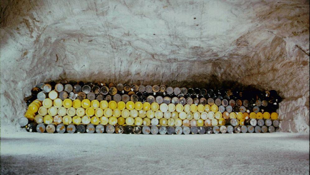 Marodes Lager Asse: Atomfässer, wohin das Auge reicht