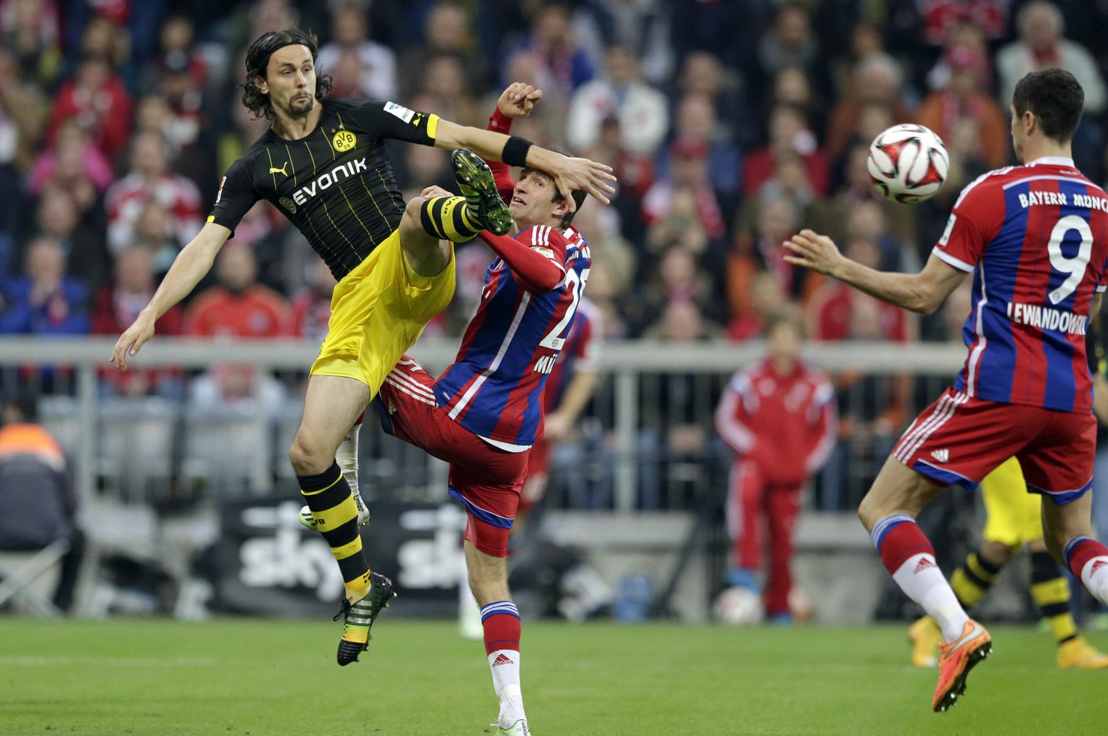 Thomas Mueller, Neven Subotic