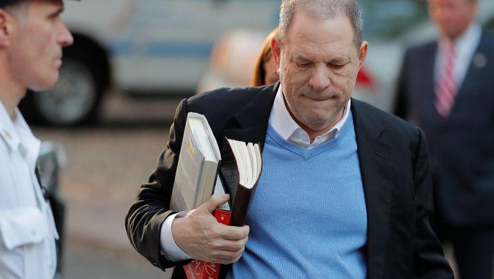 Harvey Weinstein: Ex-Filmproduzent bei Polizei und Gericht