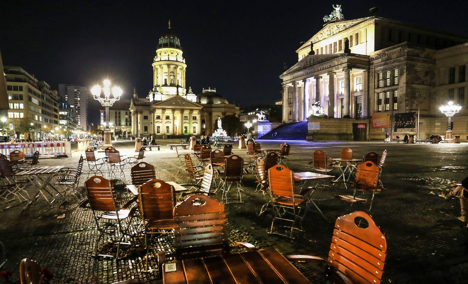 Gendarmenmarkt - Corona Berlin, 13.11.2020: Abendstimmung auf dem Gendarmenmarkt im November, zu Zeiten des zweiten Lock