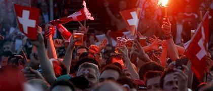 Schweizer Patrioten (beim WM-Spiel gegen Südkorea 2006): Gigantischer Realitätsverlust?