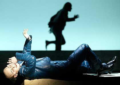 Markus Meyer als Prinz Leonce: So leer, wie Büchner es sich nur wünschen konnte