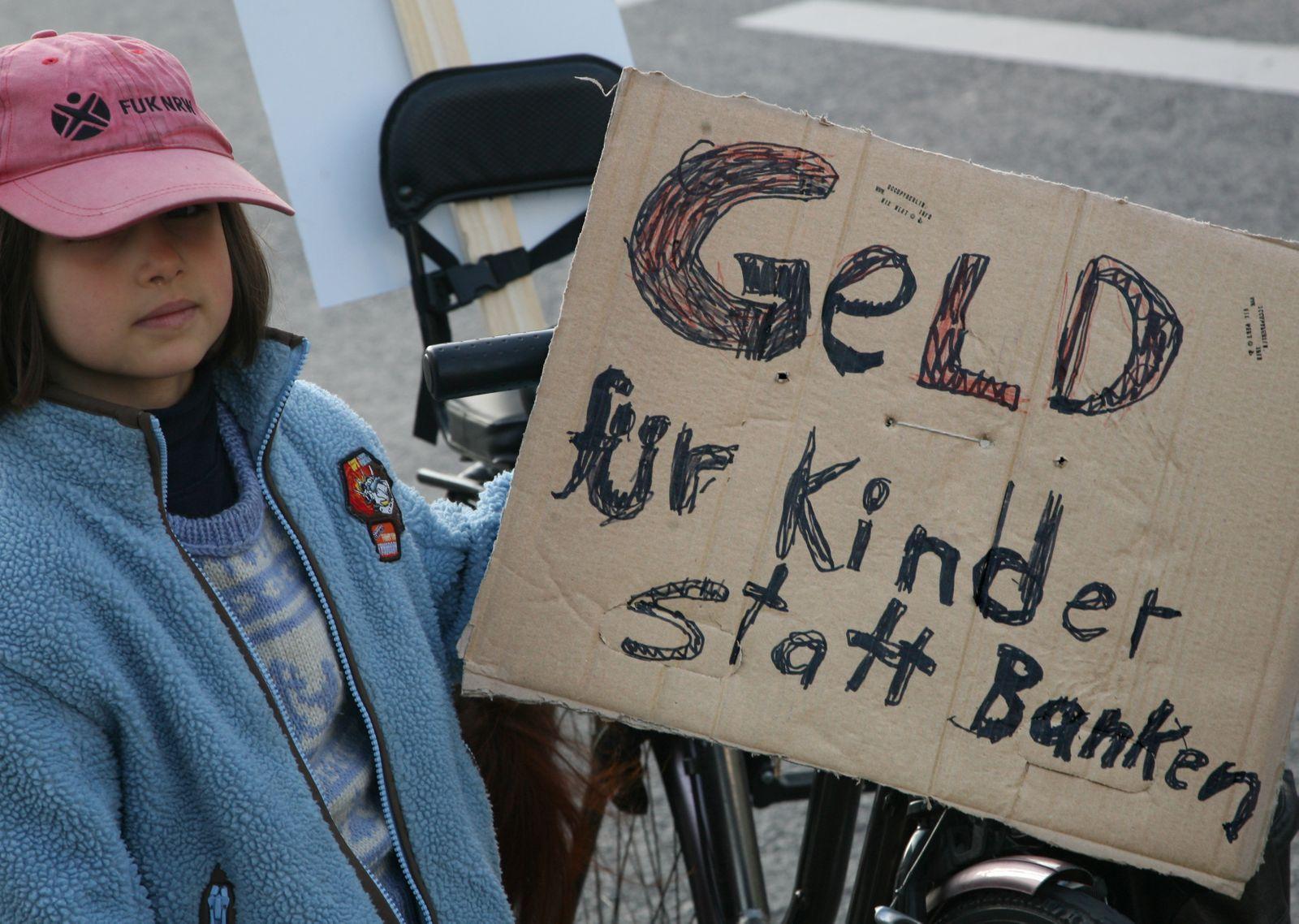 Kapitalismus-Kritiker demonstrieren in Berlin