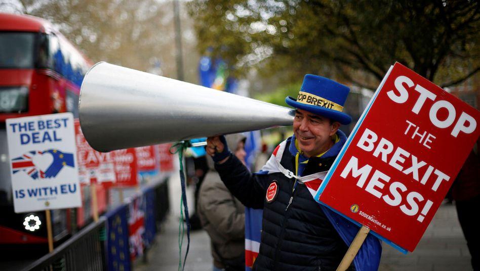 Anti-Brexit-Anhänger demonstriert in London