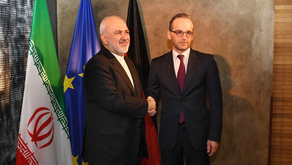 Irans Außenminister Mohammed Sarif (links) mit dem deutschen Außenminister Heiko Maas (Archivbild)