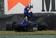 Mika Salo nach dem Unfall beim freien Training
