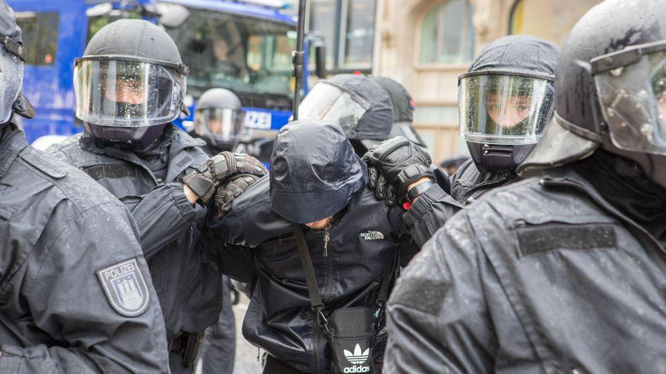 Polizeieinsatz bei Demo in Hamburg: strukturelles oder individuelles Problem?