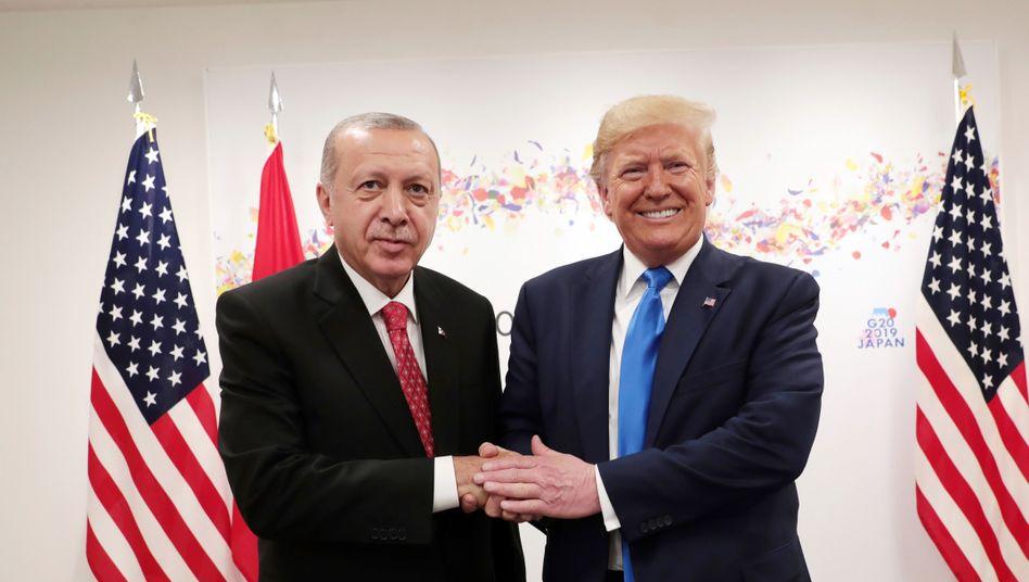 Sieht so eine Politik der klaren Kante aus? Recep Tayyip Erdogan und Donald Trump beim G20-Gipfel in Japan. Kurz darauf lieferte Russland die ersten S-400-Raketen an die Türkei
