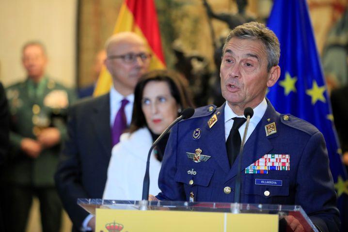 Der spanische Generalstabschef Miguel Ángel Villarroya trat aufgrund seiner frühzeitigen Impfung zurück.