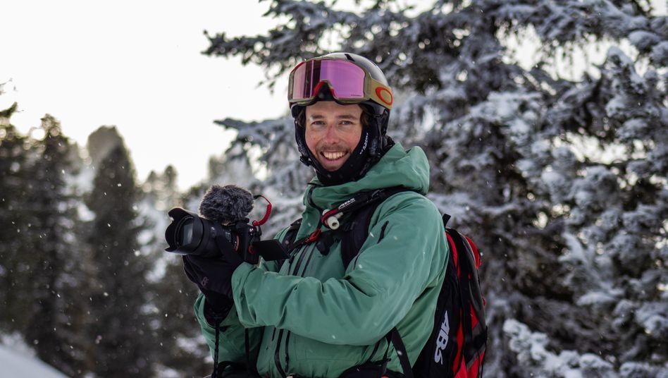 Julius Besner an seinem neuen Arbeitsplatz: Statt in einer Anwaltskanzlei arbeitet er in den Alpen als Filmemacher