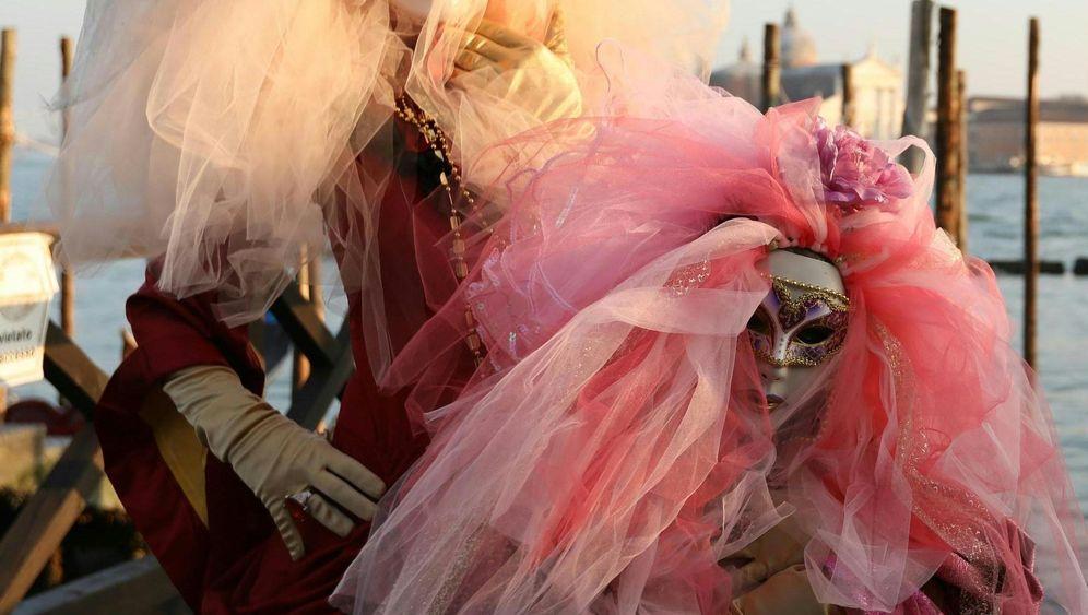 Venedig im Kostümrausch: Viel Tüll, viel Pose