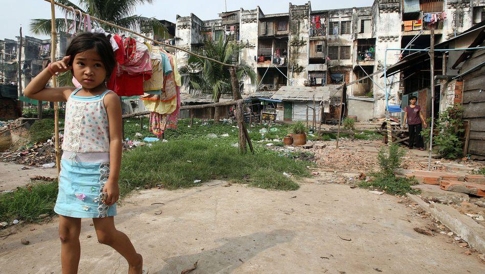 A slum in Phnom Penh, Cambodia (archive photo)