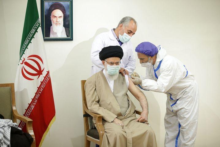 Die Impfung des Obresten Führers Ali Khamenei wurde im Staatsfernsehen übertragen