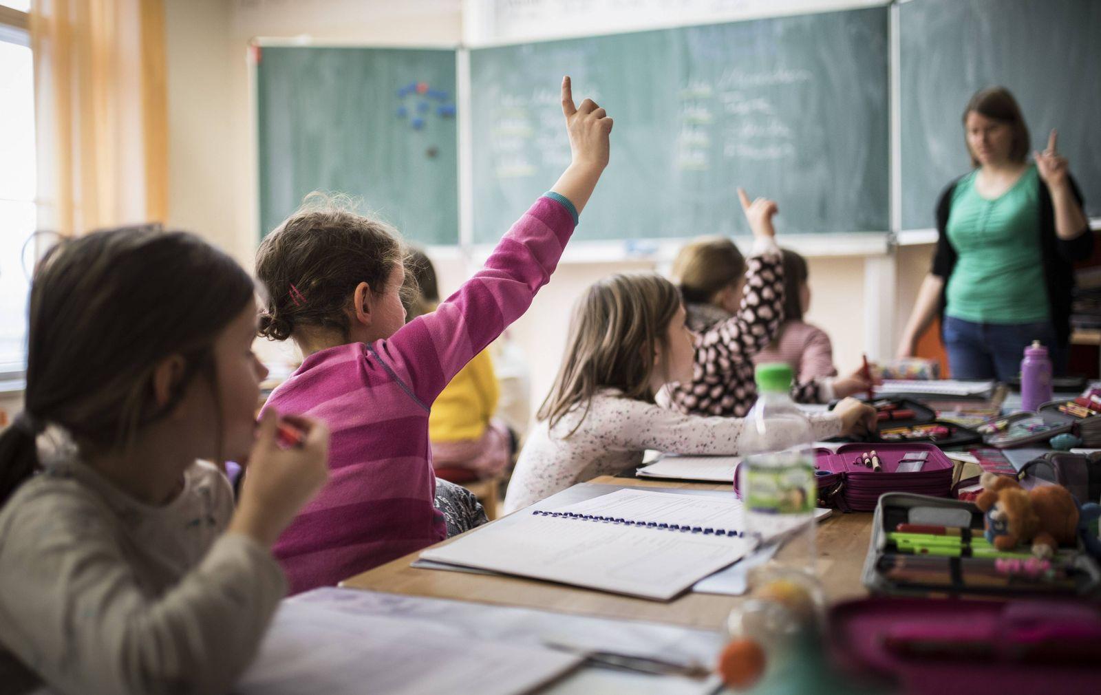 EINMALIGE VERWENDUNG Schule/ Unterricht/ Lehrer/ Lehrermangel