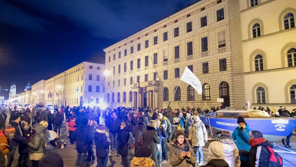 Menschenmenge in der Münchner Innenstadt
