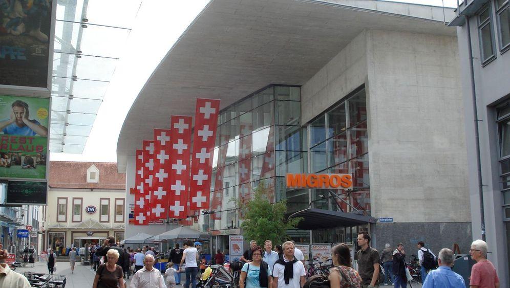Starker Franken: Shopping-Touristen in Lörrach