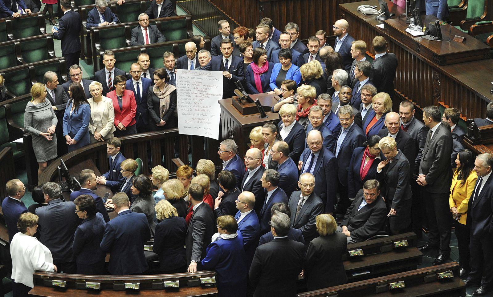 Polen/ Warschau/ Parlament/ Blockade/ Ende