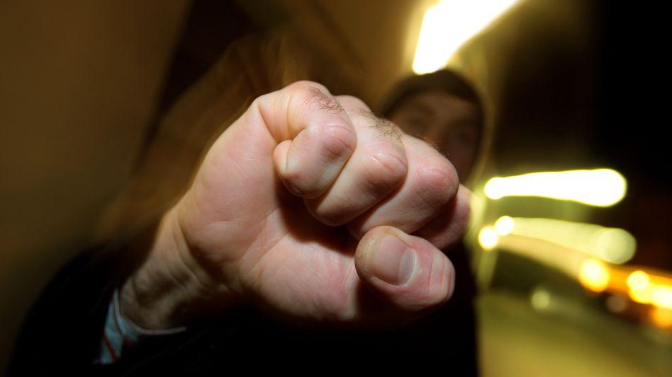 Jugendlicher mit geballter Faust: Dominanz der Männer