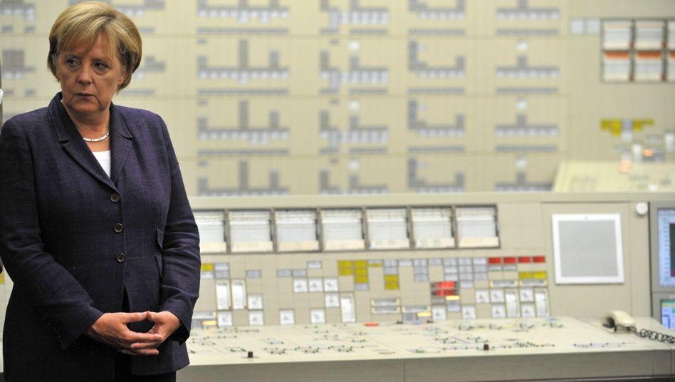 Kanzlerin Merkel im Atomkraftwerk (August 2010): Durcheinander in der Koalition