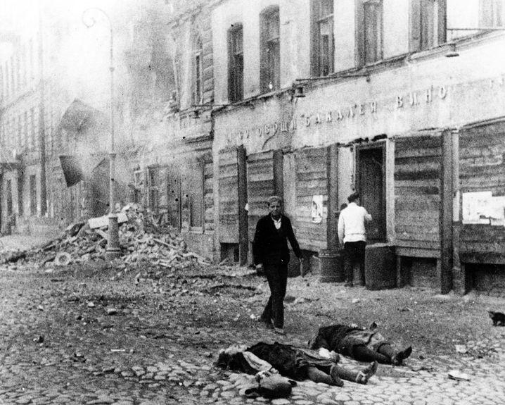Tote nach Beschuss auf einer Straße in Leningrad 1941