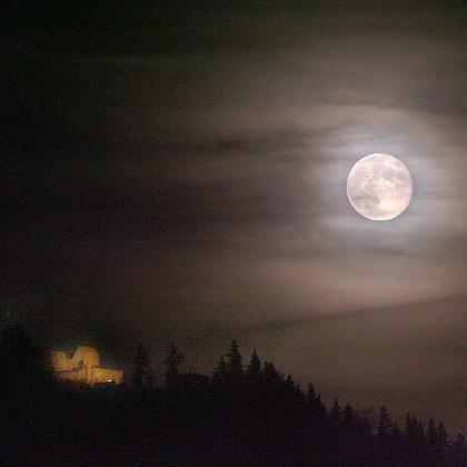 """Wenn sich dieser Mond auch noch im Wasser spiegeln würde, wäre er einfach """"yakamoz"""""""