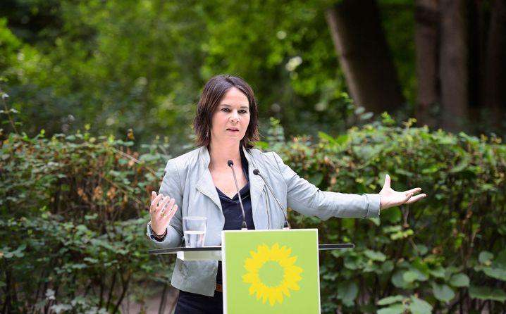 Annalena Baerbock stellte ihr Sofortprogramm in einem Wald vor