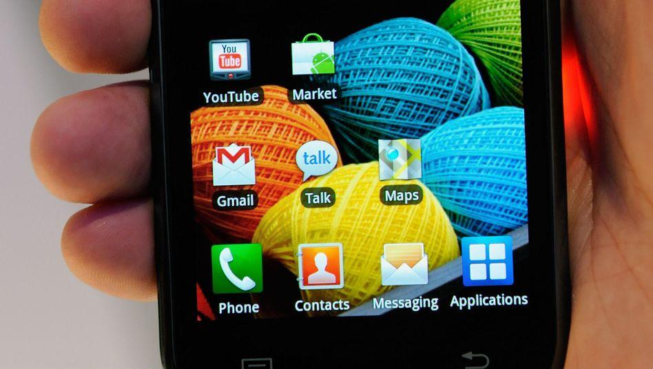Android-Handy mit Apps: Oft übertragen die kleinen Programme auch persönliche Daten