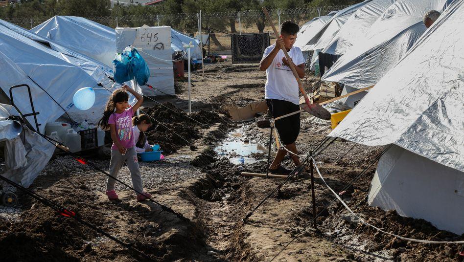 Provisorisches Flüchtlingslager Kara Tepe auf Lesbos: Immer noch keine warmen Duschen