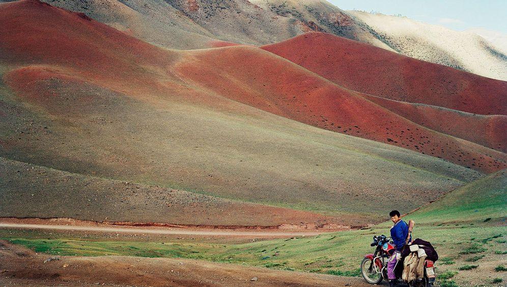 """Mongolia"" von Frédéric Lagrange: Jäger, Wrestler, Biker"